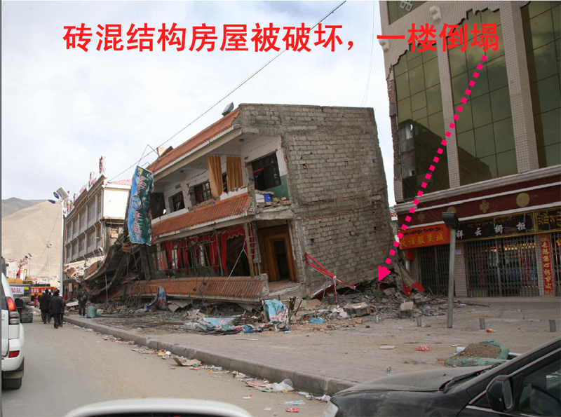 砖混结构房屋被破坏,一楼倒塌